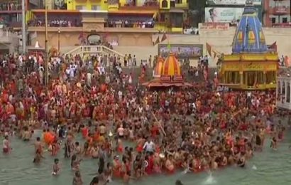 Thousands gather for Kumbh as India fights Covid surge