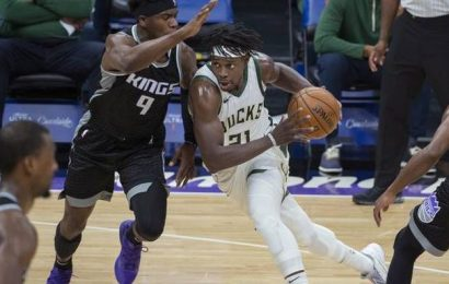 NBA | Holiday does the star turn for the Bucks