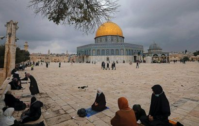 Israeli police allow Jews to visit flashpoint Jerusalem site