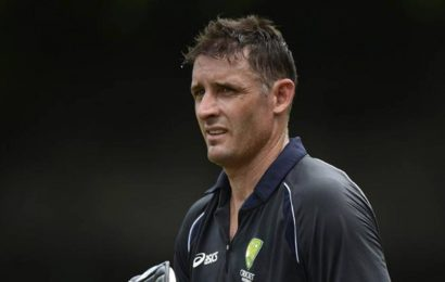 Mike Hussey tests negative for COVID-19 but remains in quarantine
