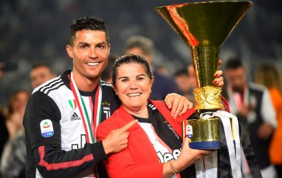 Mum hopes to convince Cristiano to join Portuguese club