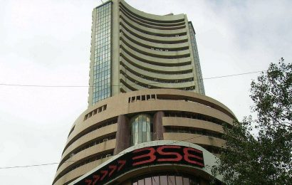 Sensex tanks over 400 points in early trade, Nifty drops below 14,750-mark