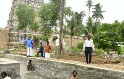 Akila gets its very own pond to have a splash
