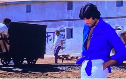 Amitabh Bachchan reveals his iconic Deewar look was a result of a tailor's mistake