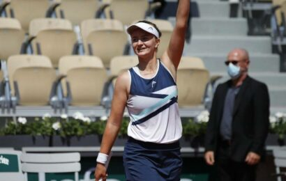 French Open: Krejcikova swats aside Stephens to book quarterfinal spot