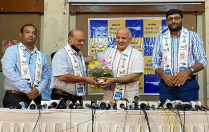 Gujarat: Patidar leader Savani joins AAP; Sisodia says 2022 polls will be a fight between BJP, AAP