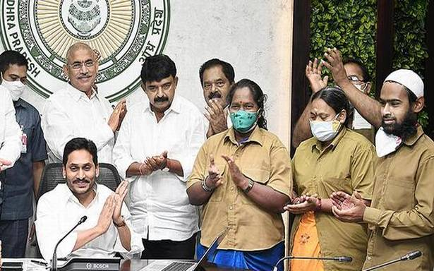 Jagan releases ₹248.47 crore under YSR Vahana Mitra