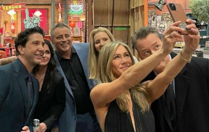 Jennifer Aniston shares 'the bazillionth selfie' taken at Friends reunion, thanks everyone for all the love