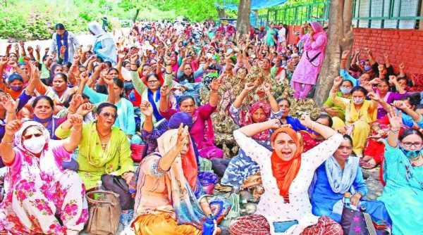 Not just farmers, protests by different groups pick up in Punjab in run up to state polls