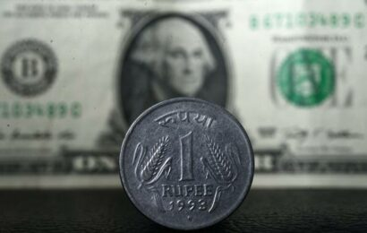 Rupee falls 9 paise to close at 74.32 against U.S. dollar