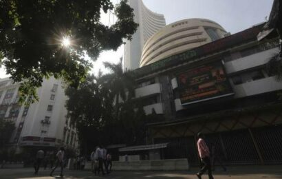 Business news live: Benchmark Indian indices open higher