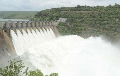 Heavy discharge of flood continues at Srisailam with 10 gates lifted