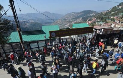 Himachal: Rush of tourists leads to Covid norms enforcement headache among authorities