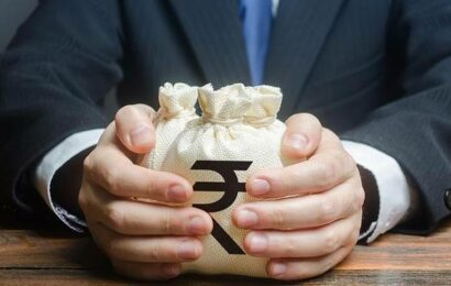 Rupee drops by 9 paise to close at 74.71 against U.S. dollar