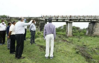 SCR to post stationary watchmen at vulnerable points during rains