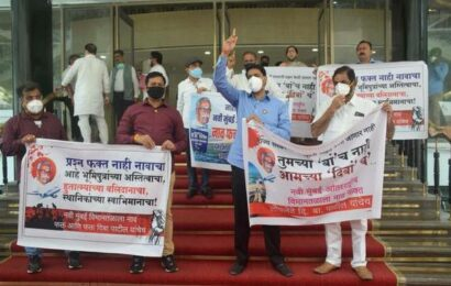 Shiv Sena MP Raut justifies suspension of 12 Maharashtra BJP MLAs; BJP protests