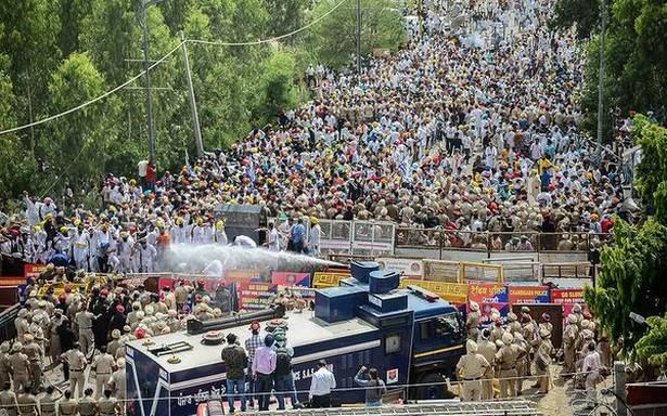 Water cannons used at AAP rally