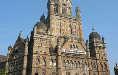 Fishermen protest outside BMC headquarters for relocating them from Dadar market