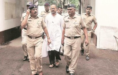 Lawyer Surendra Gadling released from jail after temporary bail from HC