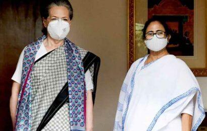 Mamata's Delhi visit jolts Gandhis