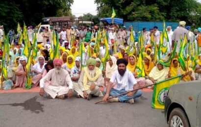To protest Karnal lathicharge, farmers choke state, national highways for two hours in Punjab, burn effigies