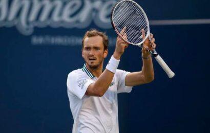 Top-seeded Medvedev outlasts Hurkacz to reach Toronto semis