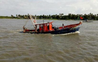48 fishers of boat that collided with sunken vessel rescued off Vypeen
