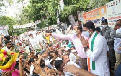 Sachin Pilot's supporters throng his residence to greet him on his b'day
