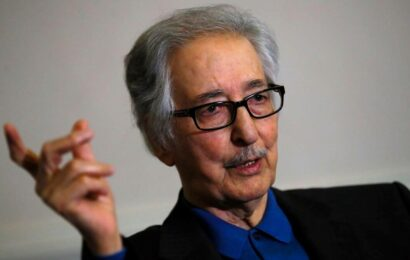 Abolhassan Banisadr, Iran's first president after 1979 revolution, dies