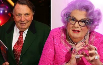 Barry Humphries diagnosed with rare cancer after spotting 'something unusual' in shower