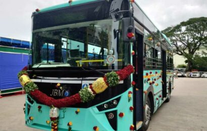Bengaluru gets its first electric Metro feeder bus, more in the offing