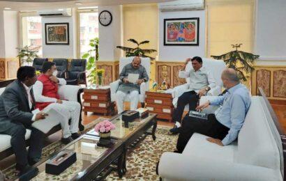 Karnataka Health Minister meets Mansukh Mandaviya, seeks funds to upgrade PHCs