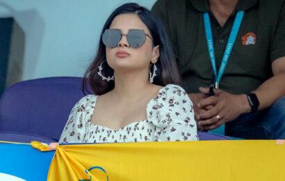 Stylish Sakshi Dhoni Is Back!
