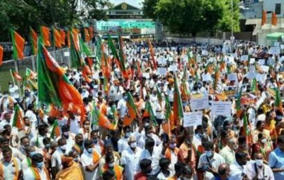 Tamil Nadu: BJP protests in front of temples to demand access on weekends